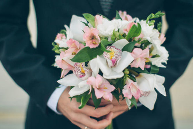 They also want it : groom's bouquet !